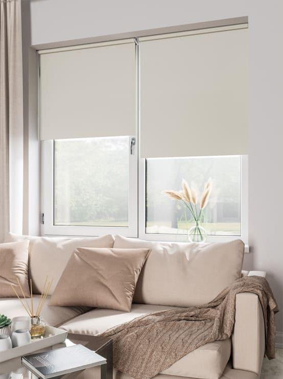 Рулонные шторы без сверления на пластиковые окна бежевый экрю